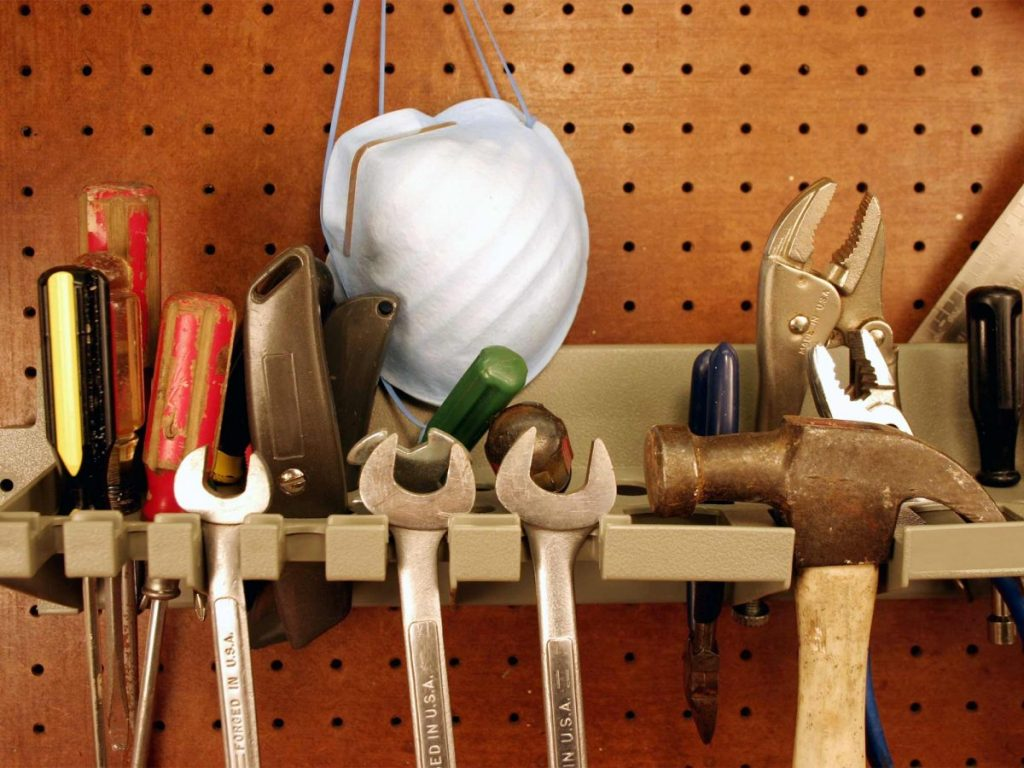 hanging-tools-shed_2000x1500-1200x900